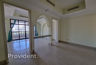 Bright | Stunning View | 1 Bed + Study