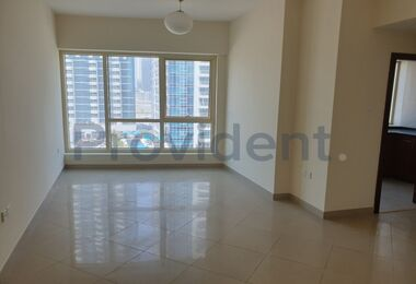 Impeccable 1 Bedroom with Spectacular Lake Views
