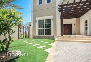 PARK FACING | Well Maintained | Independent Villa