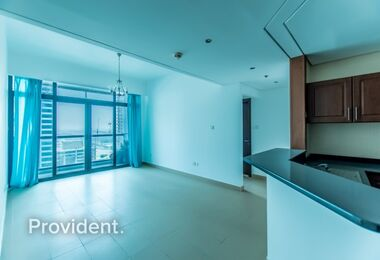 Vibrant 1 bedroom with Balcony Lake Views