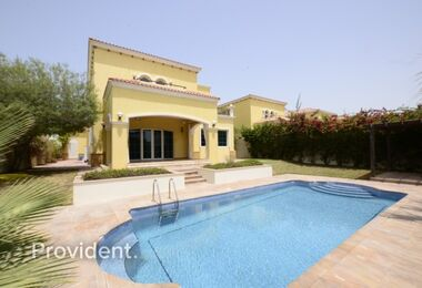 Vacant 4 B/R with Stunning Swimming Pool