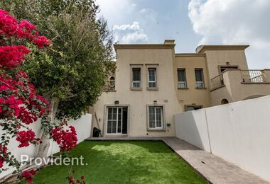 Single Row | Exquisite and Well Maintained Villa