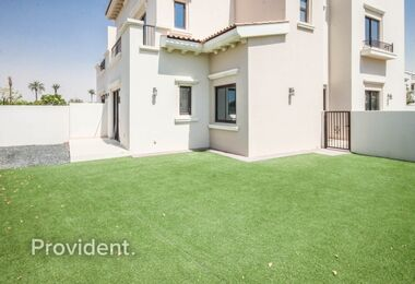 Spacious Landscaped Garden | Great Condition |Single Row