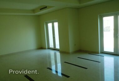 اكتب B TH | حديقة خاصة | 3Bed + Maid + Laundry