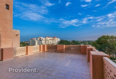 Massive Terraced 3 Bedroom Apartment Creek Views