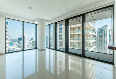Panoramic Windows | Corner Apt. | Bright Unit