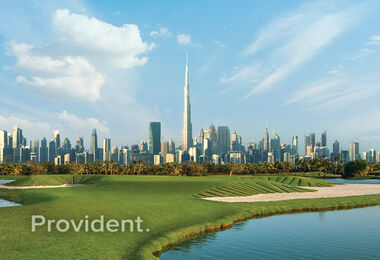 Beautiful Views of the Golf & Dubai Skyline
